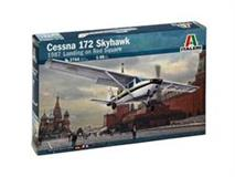 Slepovací model Italeri 1:48 CESSNA 172 SKYHAWK - 1987 Landing on Red Square